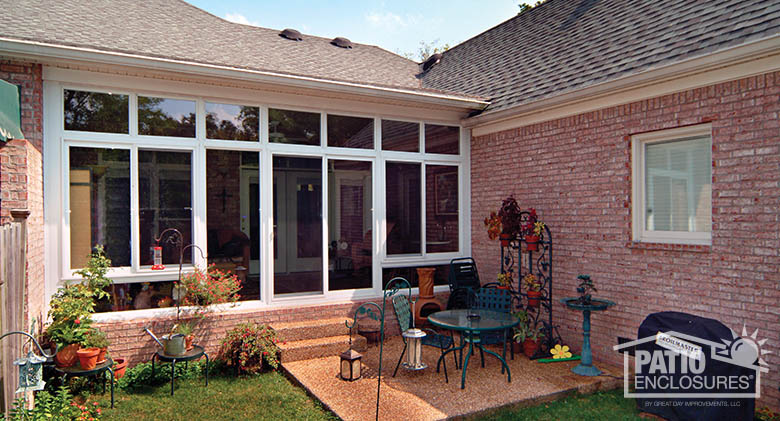 Four season vinyl sunroom in white with transom