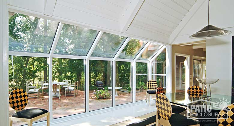 White solarium with aluminum frame and single-slope roof.