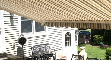 Retractable Awnings - SunShelter® Triumph
